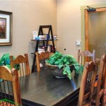Victorian Quarters At Team Ranch Dining Area